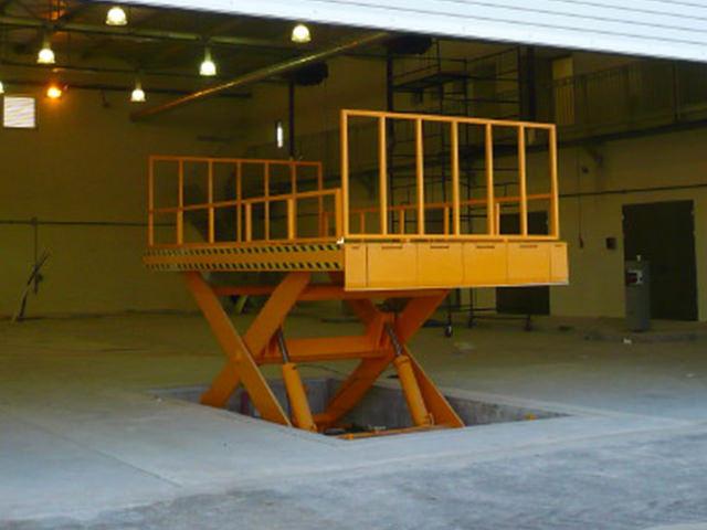Mesa Elevadora Naranja Inkema
